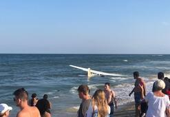 Arızalanan uçak okyanus kıyısına acil iniş yaptı