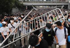 Hong Kongda sular durulmuyor