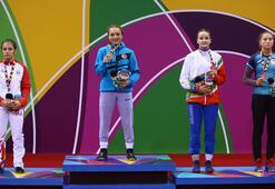 Milli güreşçi Emine Çakmaktan altın madalya