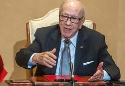 Son dakika... Tunus Cumhurbaşkanı Sibsi vefat etti