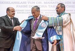 Malezya Başbakanı'na fahri doktora unvanı