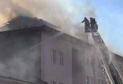 Esenyurtta okulun çatısı alev alev yandı