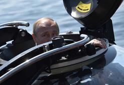 Tam o an... Putin suyun 50 metre altına indi