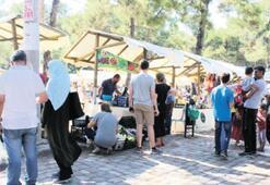 İzmirliler, Pagos Pazarı'na akın etti