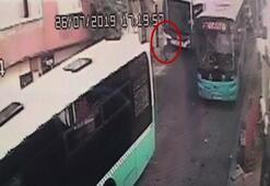 Freni boşalan halk otobüsünün iş yerine girme anı kamerada