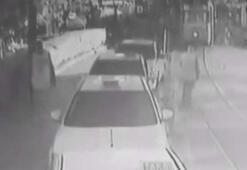 Kadıköy'de kadının tramvayın altında kaldığı anlar kamerada