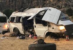 Diyarbakırda minibüs devrildi: Çok sayıda yaralı var