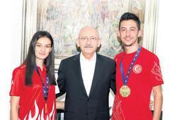 Kılıçdaroğlu şampiyon kardeşleri kabul etti