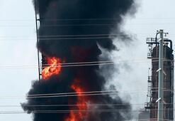 İtfaiye ekipleri müdahale ediyor: ABDde rafineride yangın