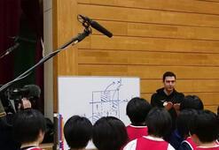 Ferhat Akbaştan Japon çocuklara kariyer yardımı