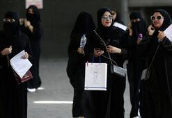 Suudi kadınlara yalnız seyahat izni verildi
