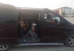 Lüks minibüsle dilenmeye geldiler