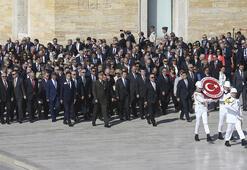 Bakan Çavuşoğlu büyükelçilerle birlikte Anıtkabir ve Dışişleri Şehitliğini ziyaret etti