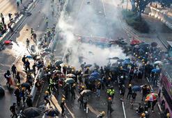 Hong Kongda gözaltı sayısı 420