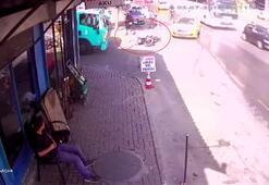 Taksinin çarptığı motosikletli kamyonunun altından kalmaktan kıl payı kurtuldu
