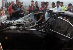 Lüks otomobil TIRa çarptı