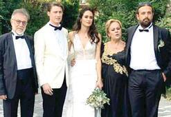 Yalıda düğün Tuba Büyüküstün de katıldı