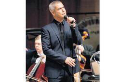 İtalyan tenor, sahipsiz dostlar yararına geliyor