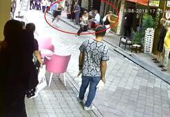 """Kadınların cadde üzerindeki """"eş"""" kavgası kamerada"""