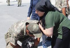 Gözyaşı döken öksüz askeri, sarılıp, Ben de annenim diyerek teselli etti