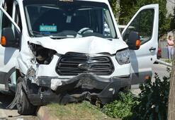 Yolcu minibüsü refüje çıktı Yaralılar var