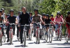 Bakan Kasapoğlu bisiklet sürdü