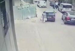 Alçılı ayağıyla kullandığı otomobille kadına çarptı