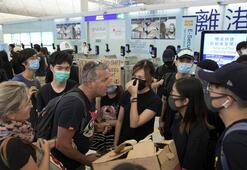 Hong Kongda göstericiler havalimanından ayrılmıyor