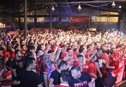 Liverpoollu taraftarlar Taksimde eğlendi