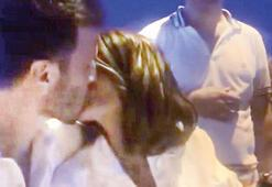 Rojda Demirere iyi ki doğdun öpücüğü