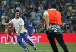 Süper Kupa finalinde sahaya giren şüpheli ve arkadaşları serbest bırakıldı