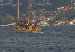 Kamıştan tekne İstanbul Bogazından geçti