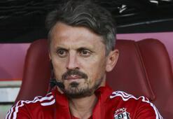 Beşiktaş, Orhan Akın istifasını kabul ettiğini açıkladı.