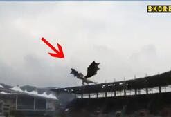 Açılış maçında hologramla ejderha uçurdular