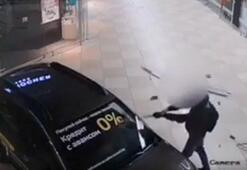 Alışveriş merkezine baltayla saldırı