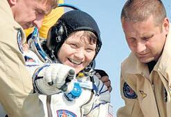 Uzaydan kocasının hesaplarına girdi