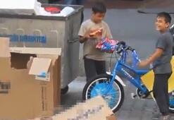 Kağıt toplayan kardeşlerin bisiklet hayali konteynerden çıktı