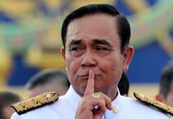 Taylandda yemin krizi