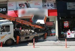 Freni boşalan kamyon bir beyaz eşya mağazasına girdi, 1 kişi yaralandı