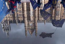 Hükümet istedi, Kraliçe onayladı: İngilterede Parlamento askıya alınıyor