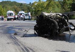 Son dakika   Feci ölüm Araç hurdaya döndü, motoru yola fırladı