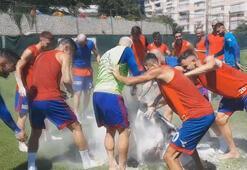 Karabükspor'da kaptana Brezilya usulü doğum günü kutlaması
