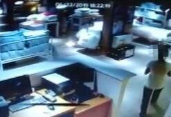 Pendikte 3 iş yerinde hırsızlık yapan kadın kamerada