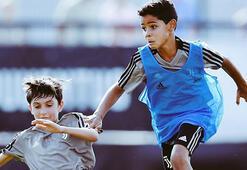 Cristiano Ronaldo Jr. babasının izinden gidiyor.