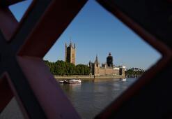 Parlamentonun askıya alındığı İngiltere ayağa kalktı, sayı 1 milyon 300 bin