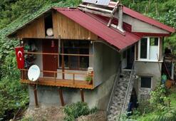 Kayanın üzerine ev yaptı