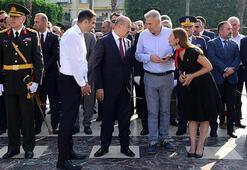 Adanada Zafer Bayramı töreninde çelenk krizi