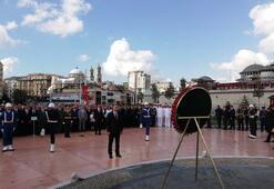 Taksim Cumhuriyet Anıtında 30 Ağustos töreni