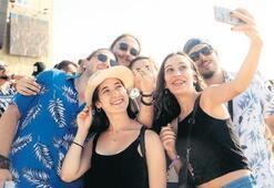 Gençler, sahilde festival ateşini yaktı