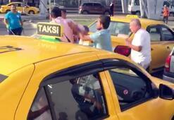 Müşterisi ile tartışan taksiciye meslektaşlarından dayak